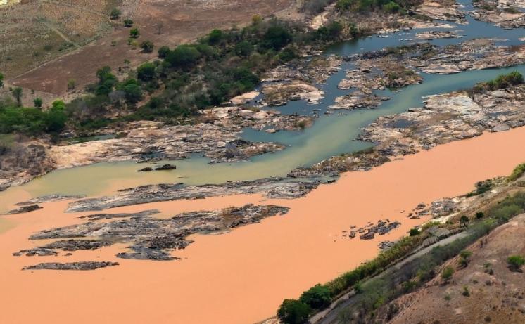 75-dos-rejeitos-ja-atingiram-a-bacia-do-rio-doce_620_